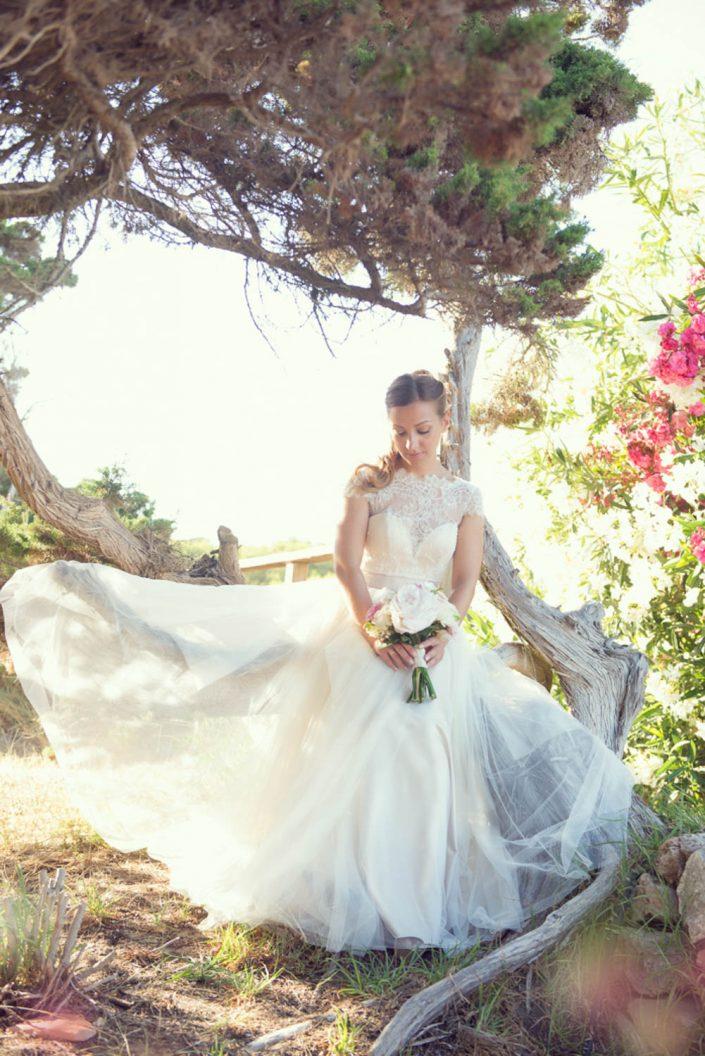 A beautiful bridal photo session in Ibiza. Wedding photography by Masha Kart