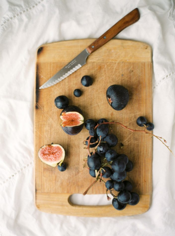Figs and grapes. Lifestyle and food photographers in Ibiza. Studio MKART.