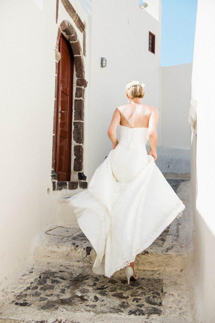 Santorini Bride Rita. Photography by Studio MKart