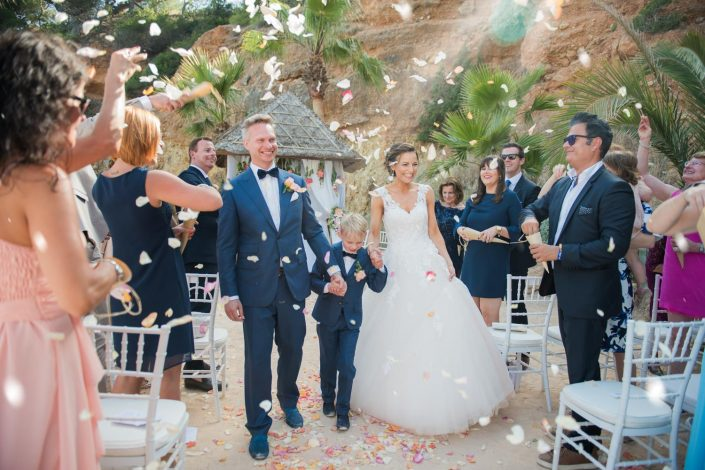 An amazing wedding ceremony in Amante, Ibiza. Photographer Masha Kart
